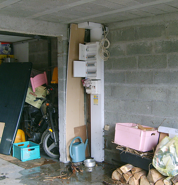 inondation du tableau de distribution edf garantie d cennale travaux de plomberie. Black Bedroom Furniture Sets. Home Design Ideas